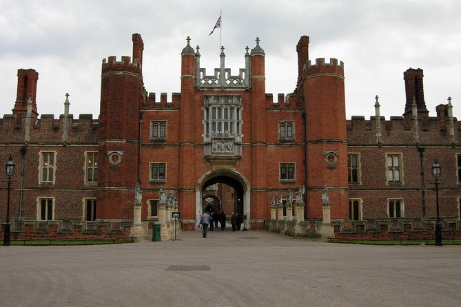 Hampton court palace private tour by train