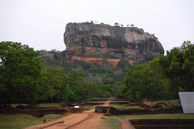 Rent a car Sigiriya Rock & Dambulla Cave Temple day excursions from Colombo