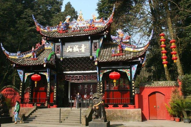 Chengdu Expert Day Tour of Dujiangyan and Mountain Qingcheng