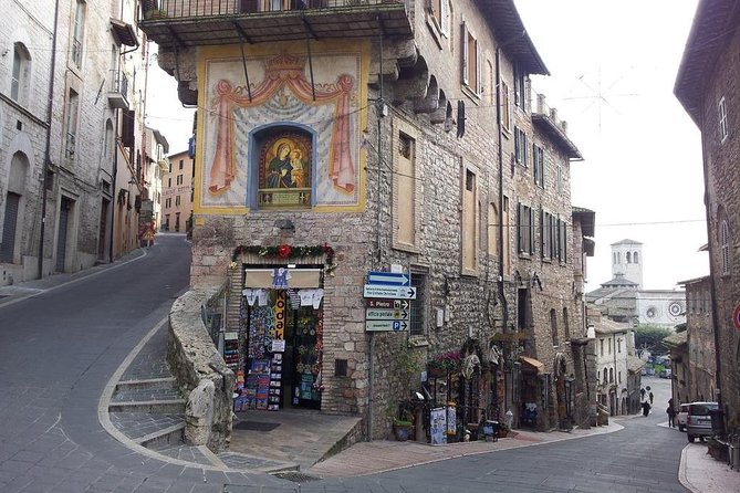 Religious Tuscany and Umbria with Lunch&WineTasting Fullday from Rome