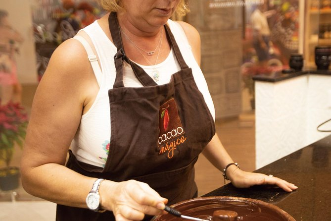 75 Minute Private Group: Cacao Bean to Chocolate Bar Culinary Experience photo 2