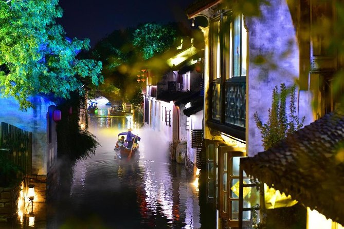 Private Layover Tour including Shanghai Tower and Zhouzhuang with Night View