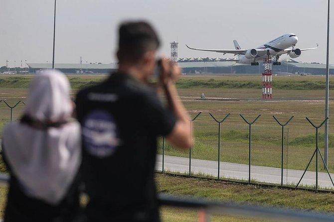 Kuala Lumpur International Airport Transfer with Flight Landing View