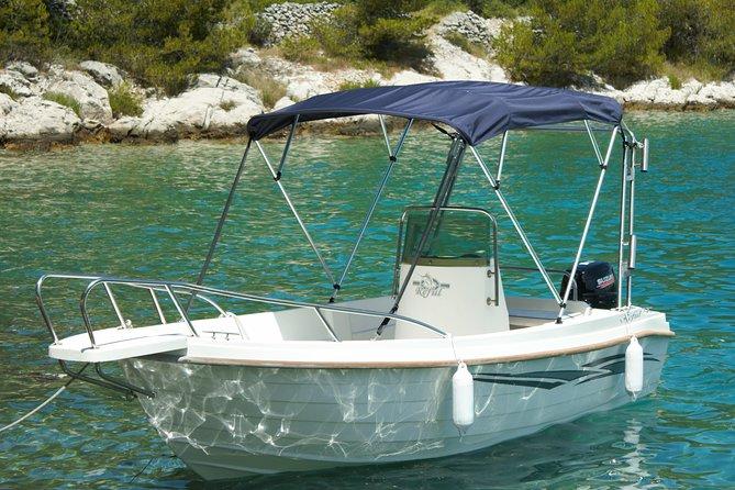 Explore the western side of island of Brač by Reful boat