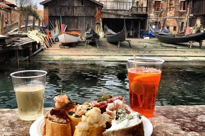 Drink eat and walk in Venice