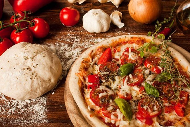 Pizza making experience in Como
