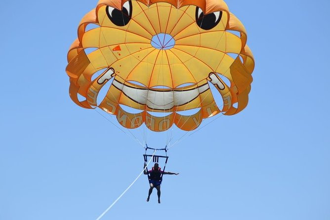 30-Minute Parasailing Adventure in Hurghada with Hotel Pickup