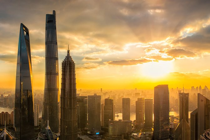 Layover Tour Featuring the Bund, Shanghai Tower and Yu Garden