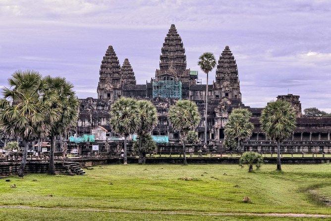 Tour privado: Recorrido de día completo de Angkor Wat y The Royal desde Siem Reap