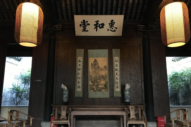 Suzhou Private Hiking Tour from Shanghai to Luxiang Ancient Village by TaihuLake