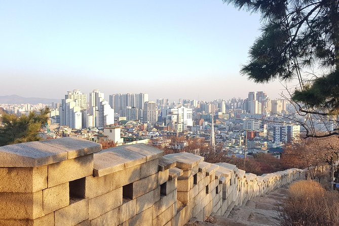 Seoul Old City Wall Tour with Sunset