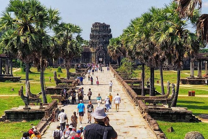 3-Day tour with with All major Temple, Banteay Srei + Floating Village