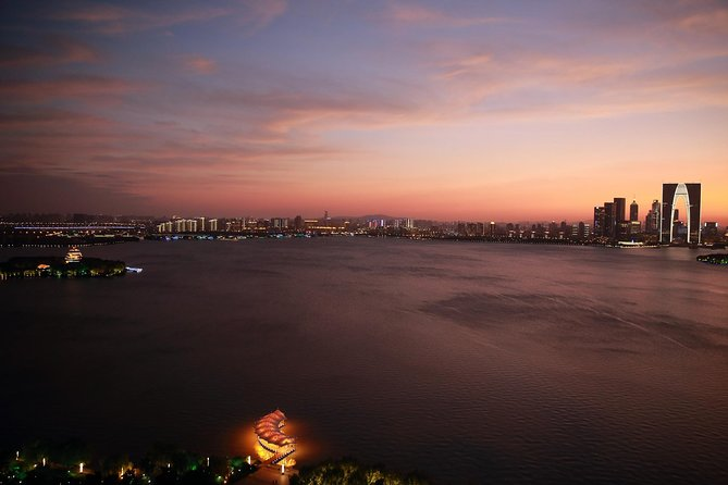 3-Hour Suzhou Private Night Tour Around Jinji Lake