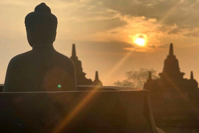 Private Tour : Borobudur Sunrise from Yogyakarta with visit 2 smaller temples