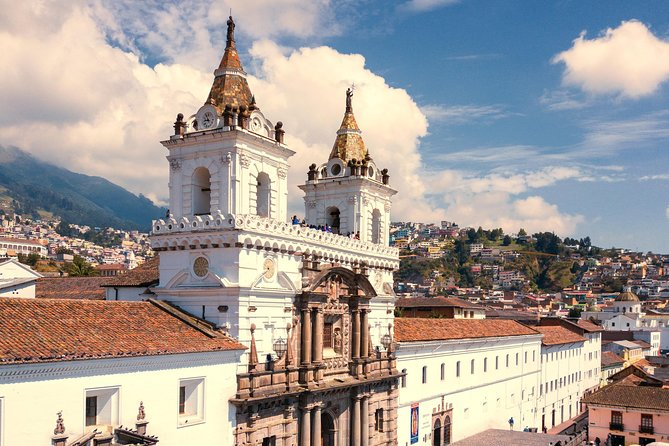 Full day Quito (City Tour + Middle of the World + Teleferico) photo 1