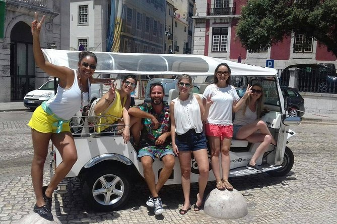 Private ECO Tuk Tuk Tour of Lisbon with Food Tasting - 1:30h