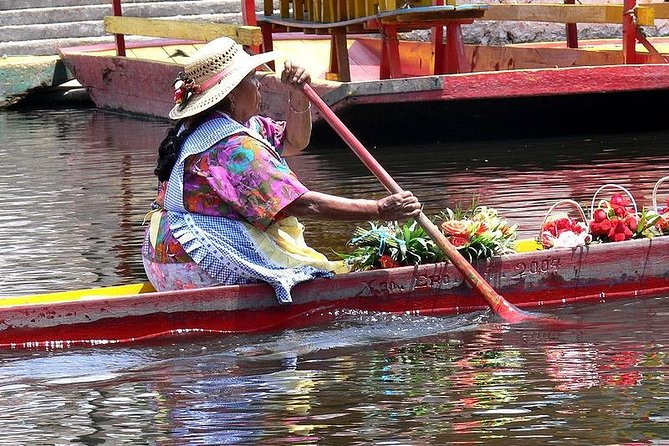 Small Group: Xochimilco Coyoacan and Frida Kahlo's Museum and house