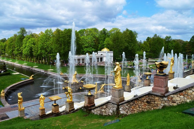 Day-Tour to Parks and Pavilions of Peterhof and Hermitage Museum