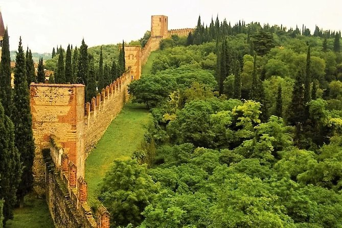 Soft hike along the Great Wall of Verona and visit to the