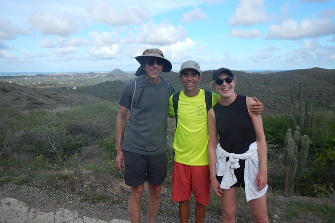 Eco-friendly private hike to the highest point of Aruba photo 3