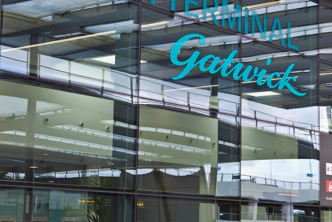 Private Arrival Airport Transfer: Gatwick Airport to Southampton Cruise Terminal