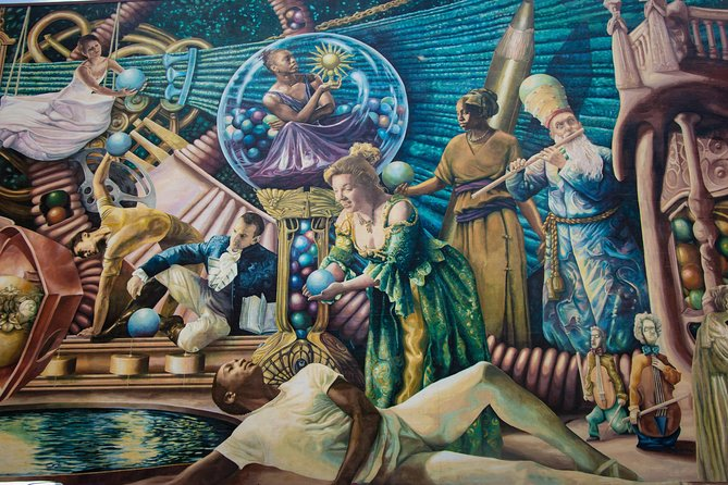 Along the way we'll admire the famous murals of Philadelphia, there are close to 4000 of them.