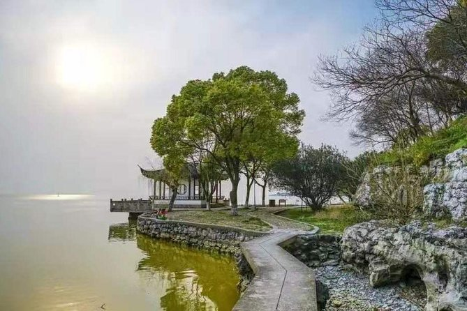 Suzhou Private Hiking Tour in the Tea Platations and Hills by Taihu Lake photo 4