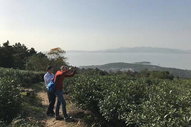 Suzhou Private Hiking Tour in the Tea Platations and Hills by Taihu Lake photo 8