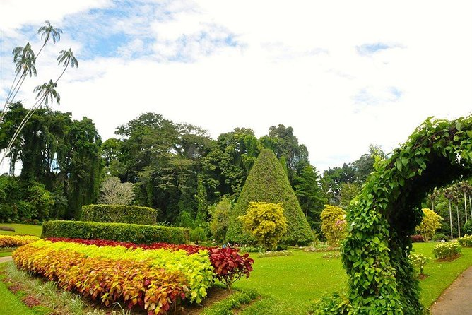 Kandy City Tour by Lux Tours Lanka photo 2