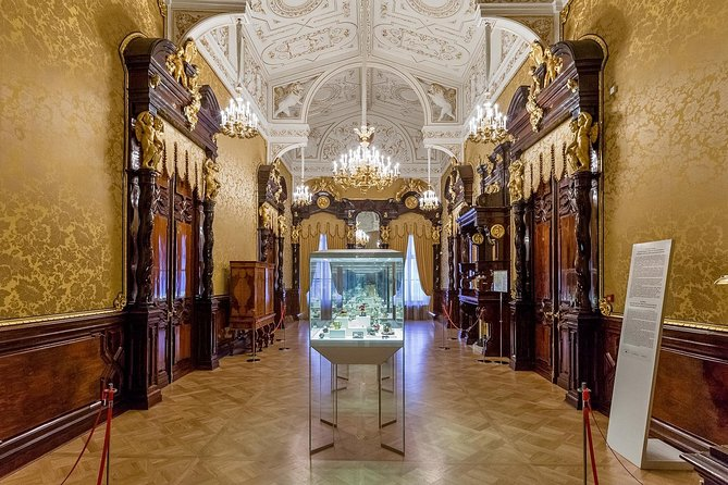 Private 4-Hour Grand Tour of Saint Petersburg with Faberge Museum