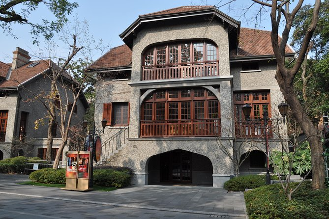 Private Walk Tour in the Glamorous FFC with Garden Houses & Historical Buildings