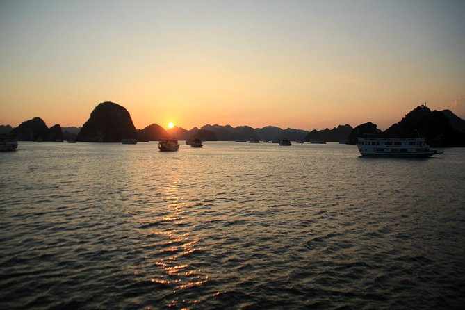 Halong bay 10 hours cruising trip: Kayaking, swimming, titop island, cave, lunch