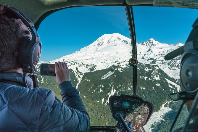 Ultimate Mt. Rainier Tour from Seattle: Helicopter Flight & Alpine Hike