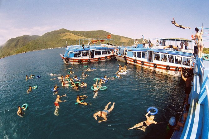 Islands Hopping Full Day Tour around Nha Trang with Guide