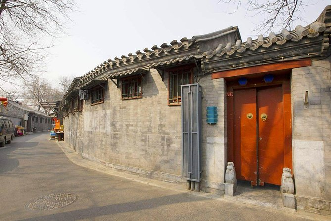 Beijing Private Tour with Lama Temple, Guozijian Museum, Hutong + Acrobatic Show