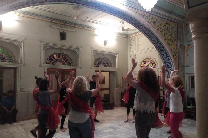 Bollywood Dance Class - Shimmy, shake and groove with Hindi Movie hits ! photo 12