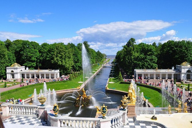 Tour to Grand Palace of Peterhof and Pavlovsk Palace
