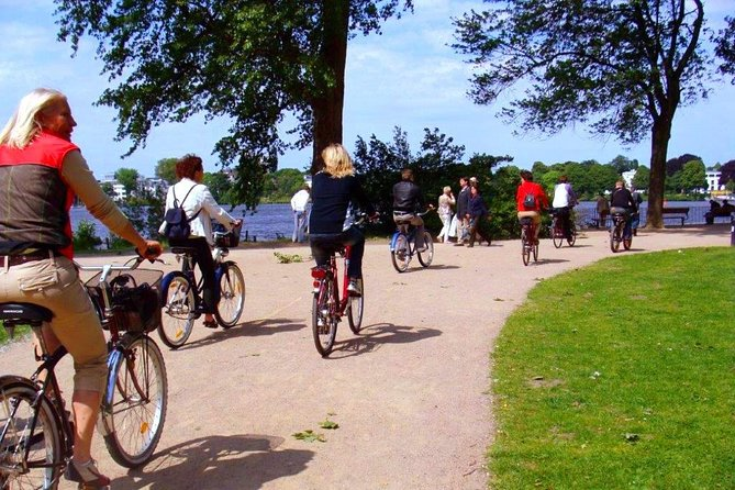 ENGLISH GUIDED BIKE TOUR HAMBURG - Alsterlake District