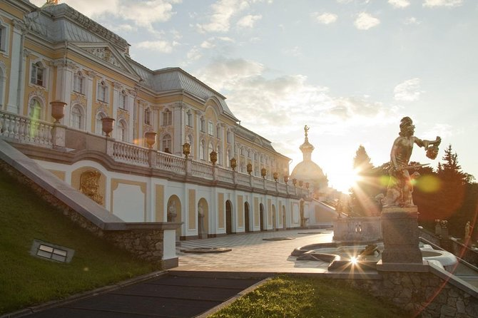 Private Tour to Grand Palace of Peterhof and Hermitage