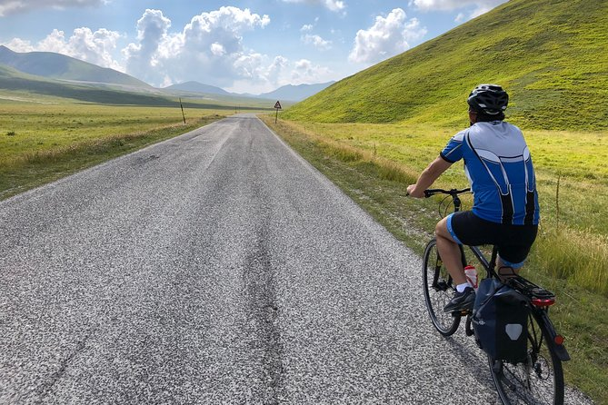 Abruzzo Gravel - White roads by bicycle 8days / 7nights SELF-GUIDED