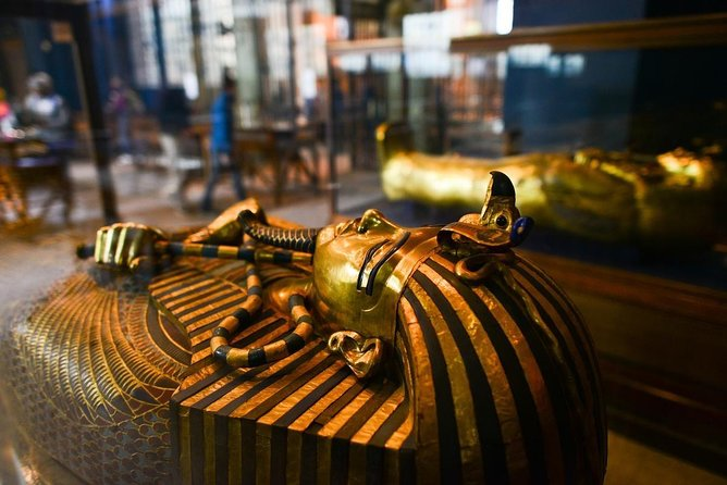 Full-Day Giza Pyramids and Egyptian Museum Tour with Lunch
