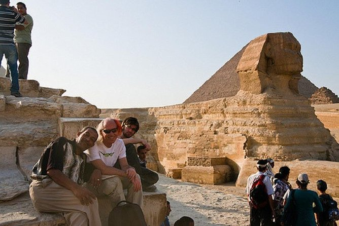 From Hurghada: Giza Pyramids & Egyptian Museum tour