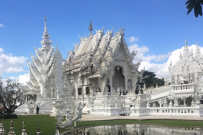 ChiangRai:Jointour 1 day White temple+Baan dam+Golden Triangle+Maesai+Boat trip photo 1