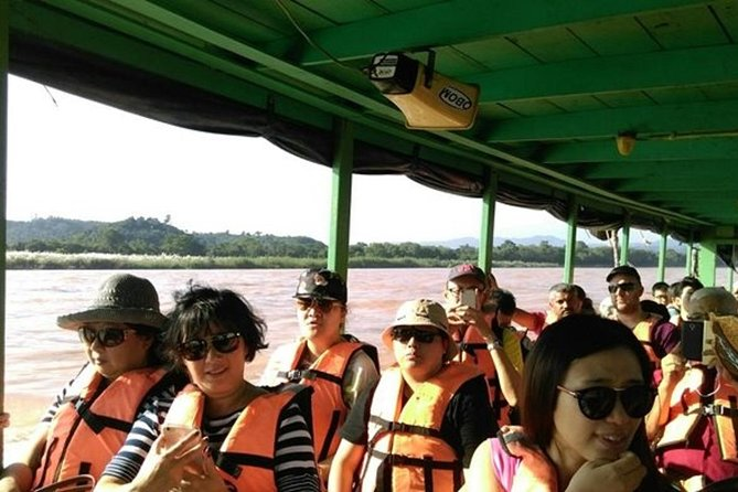 ChiangRai:Jointour 1 day White temple+Baan dam+Golden Triangle+Maesai+Boat trip photo 14