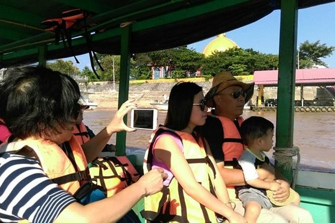 ChiangRai:Jointour 1 day White temple+Baan dam+Golden Triangle+Maesai+Boat trip photo 6