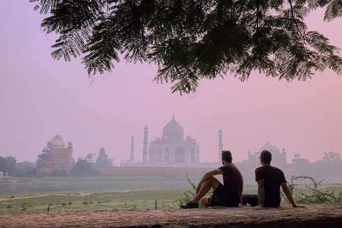 Agra Same Day Taj Mahal tour by Gatimaan Train With Buffet Lunch