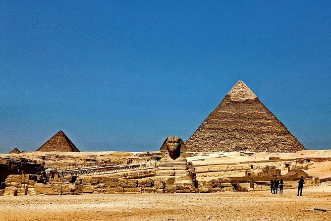 Tour to the Egyptian Museum and the Pyramids of Giza