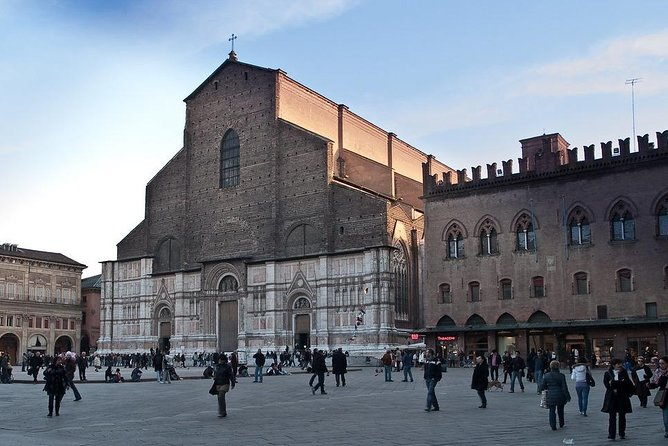 Bologna Highlights, city walking tour with private guide