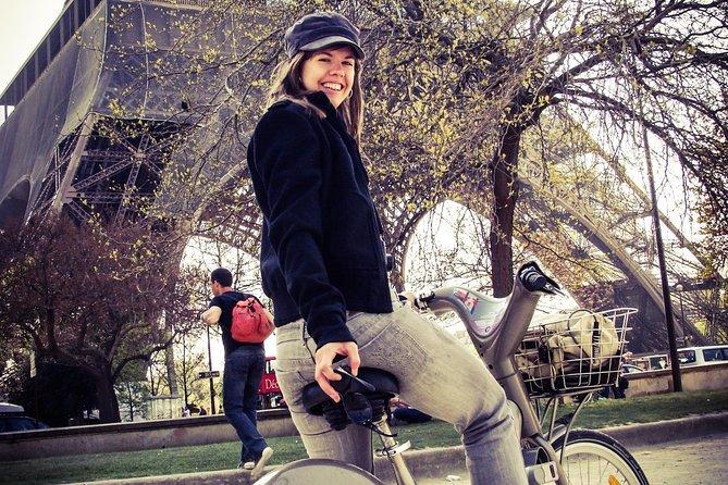 Paris curious side (on a bike!)