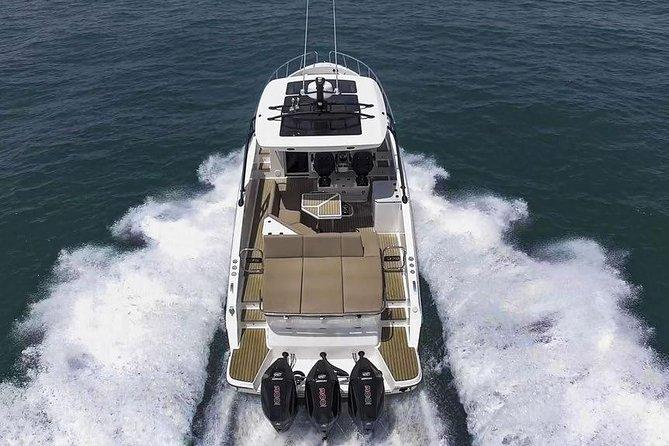Barco novo em Ibiza esperando por você! Aproveite a nossa experiência com o ORYX 379